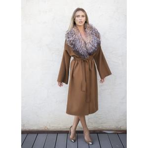 Palton casmir culoare  maro camel cu guler detasabil amplu de vulpe argintie