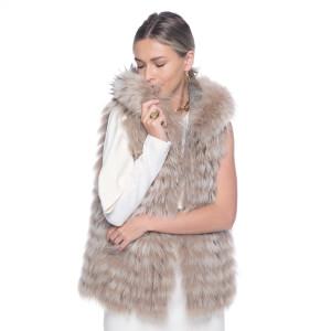 Vesta cu gluga din blana naturala vulpe, pe suport lana 100%, bej